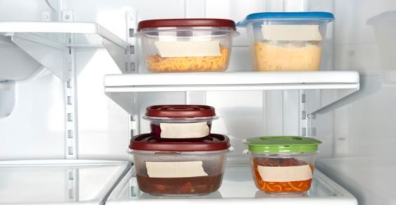 Plastica e alimenti: come riconoscere le materie plastiche da non usare mai con i cibi